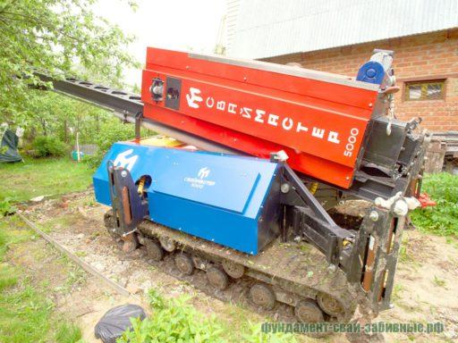 За счет гусеничной подвески сваебойная машина позволяет производить монтаж в любое время года.